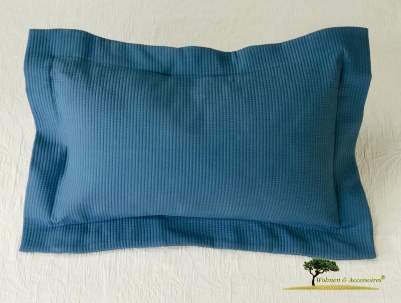 Hübsches Kissen Annabelle in Matelassé-Verarbeitung in Ozean blau 50x30cm, mit Streifen