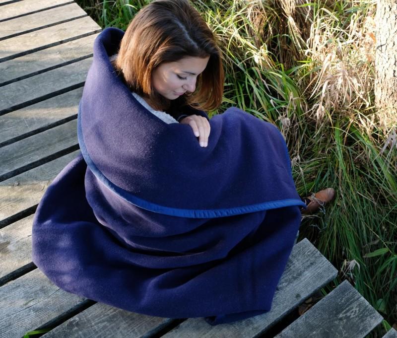 Waschbare Wolldecke von Ritter Lanawash aus Schurwolle in blau