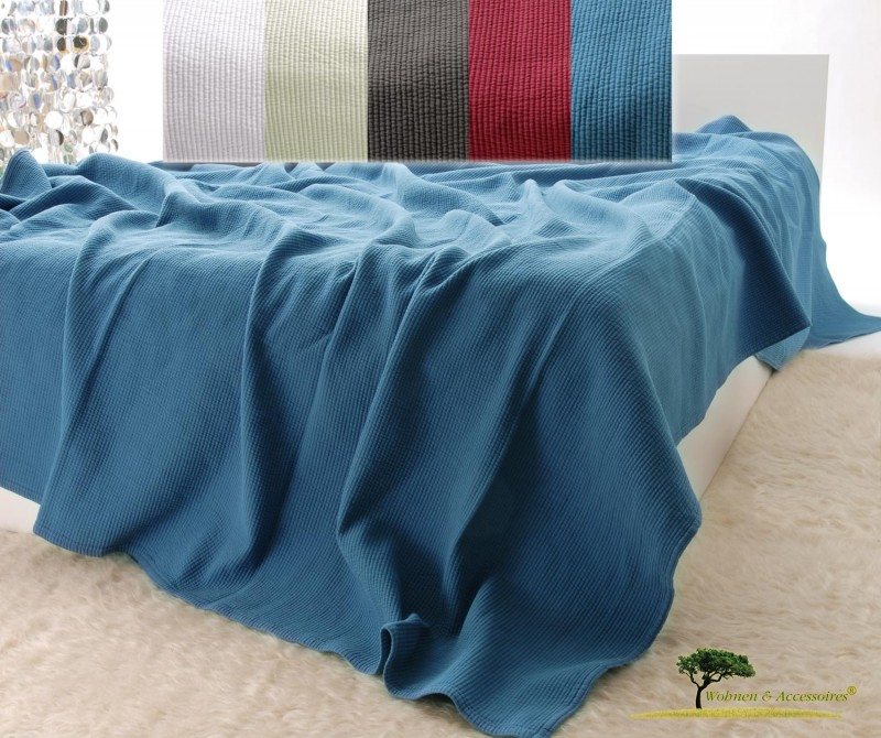 Edle Tagesdecke, Bettüberwurf Annabelle mit Streifenmuster in Ozean blau von 150x200 - 260x300cm