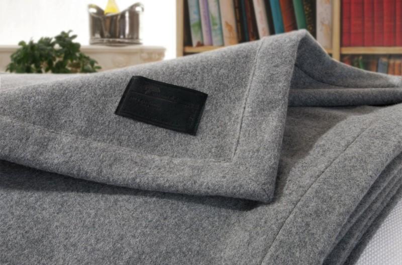AKTION Kaschmirdecke Amalfi grau, Wolldecke in 140x190cm aus 100% Kaschmir mit Kuvertsaum