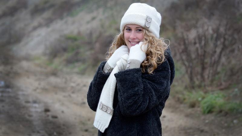 Strickschal, gestrickter Schal mit Knöpfen Possum-Merino-Seide weiß