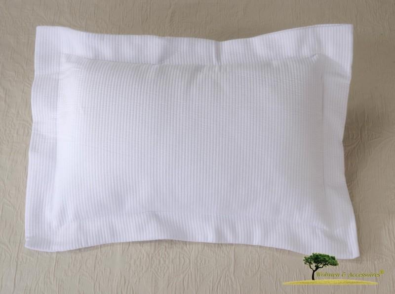 Hübsches Kissen Annabelle in Matelassé-Verarbeitung in weiß 50x30cm, mit Streifen