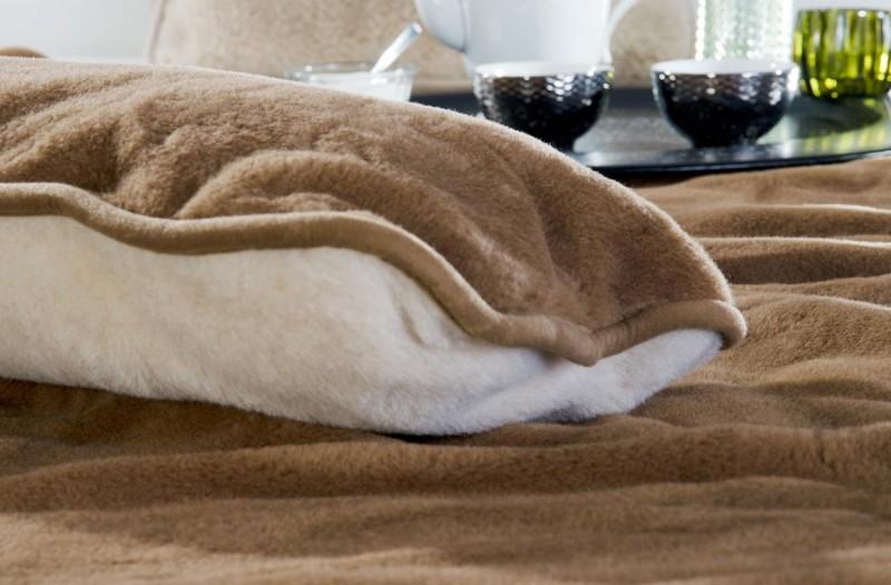 Wollkissen Kamel aus 90% Merinowolle und 10% Kamelhaar in 35x55cm