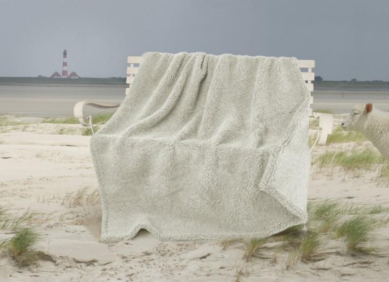 Dicke Wolldecke Nordsee aus Schurwolle von Schafen der Deich- und Küstenlandschaften in hellgrau