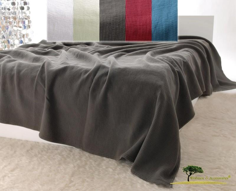 Edle Tagesdecke, Bettüberwurf Annabelle mit Streifenmuster in moorbraun von 150x200 - 260x300cm