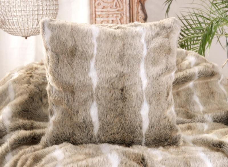 Fellkissen (Webpelzkissen) Gazelle in grau-braun und weiß 45x45cm