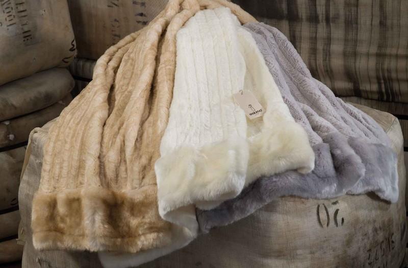 Weiße Felldecke von Eskimo - Eskitex aus Webpelz Hermelin 150x200cm