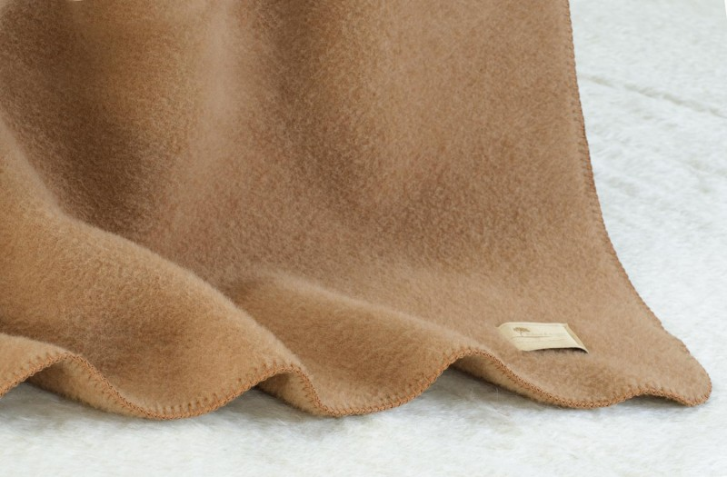 Wolldecke Cortina aus 90% Schurwolle und 10% Alpaka 145x200cm - weich und schön warm