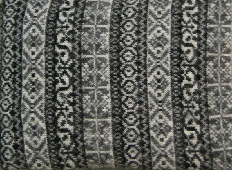 Isländische Wolldecke aus 100% isländischer Schurwolle schwarz 140x200cm