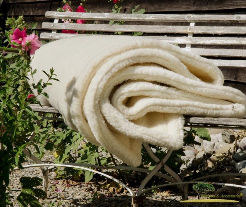 Doppel-Wolldecke aus deutscher, nordfriesischer Schafschurwolle in wollweiß 150x200cm